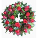 Coroana funerara skimmia si trandafiri rosii
